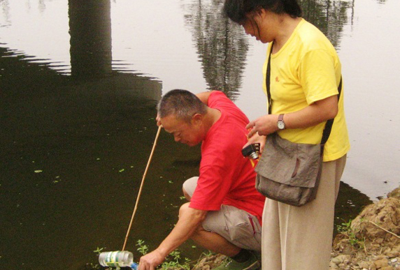 Local citizens testing local river water quality for pollutants. (Photo: Pacific Environment)
